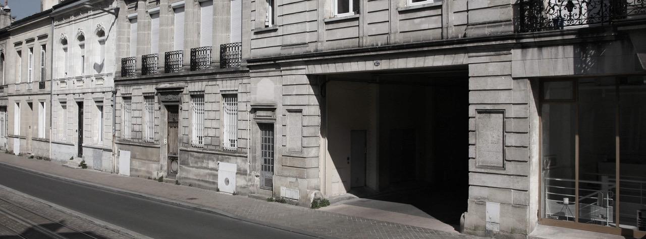 Parking quartier Fondaudège à Bordeaux, rue Croix de Seguey entre la Place Tourny à la barrière du Médoc réservé aux résidents.