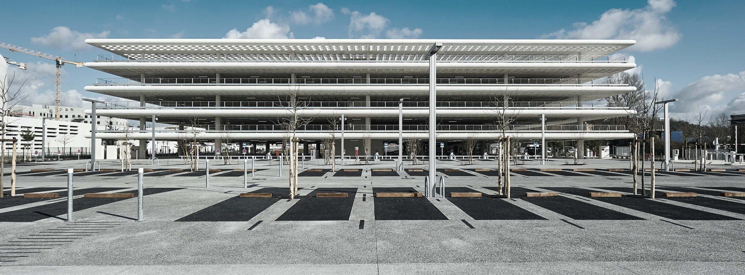 Le parking Arena METPARK est au pied de la salle de concert Arkea Arena et de la Polyclinique du Tondu de Bordeaux Métropole. Stationnement idéal !