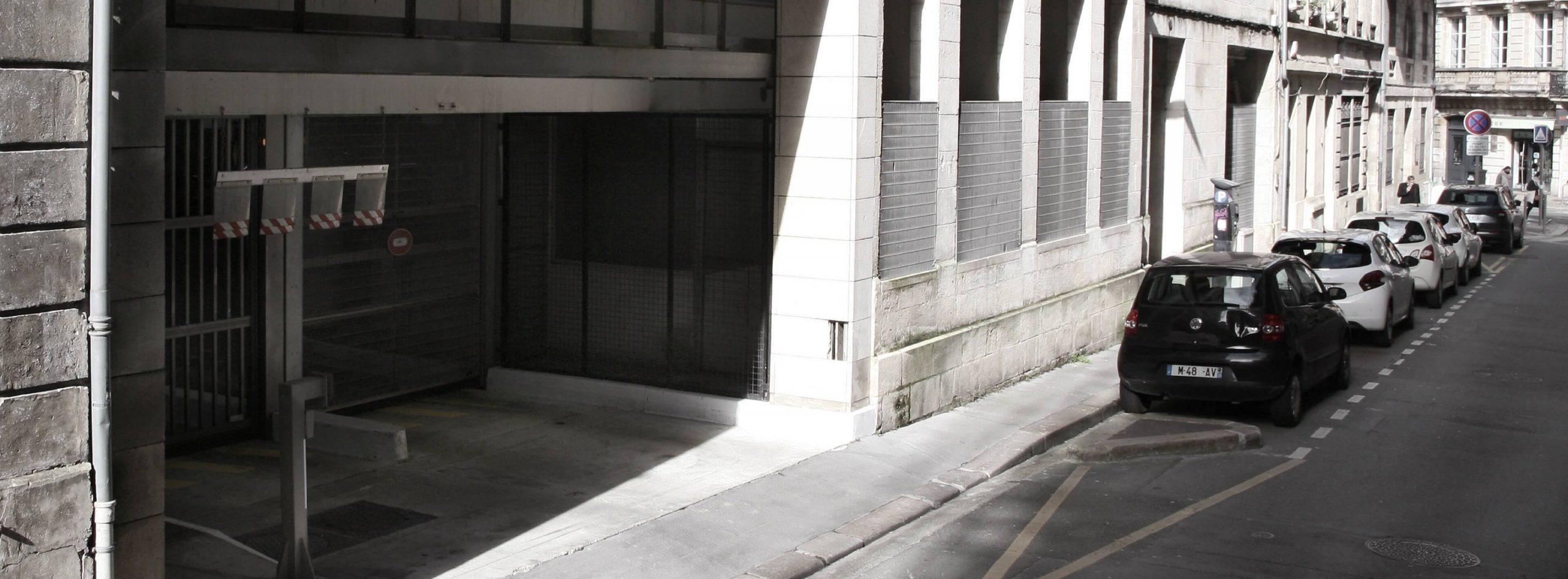Garez-vous dans le parking Lhote METPARK, proche de la place Tourny deBordeaux. Places de parking véhicule, moto ou moto sur abonnement uniquement.