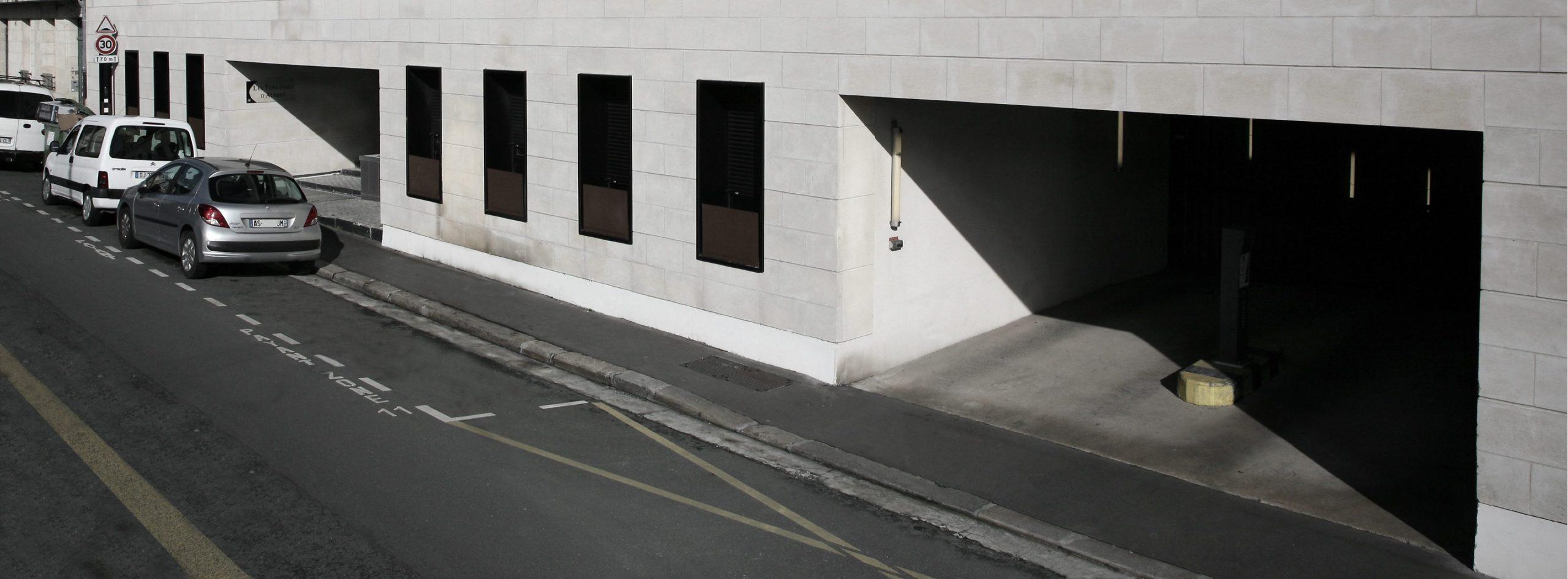 Parkingrue de Bègles METPARK dans le quartier de la Gare Saint-Jean de Bordeaux.
