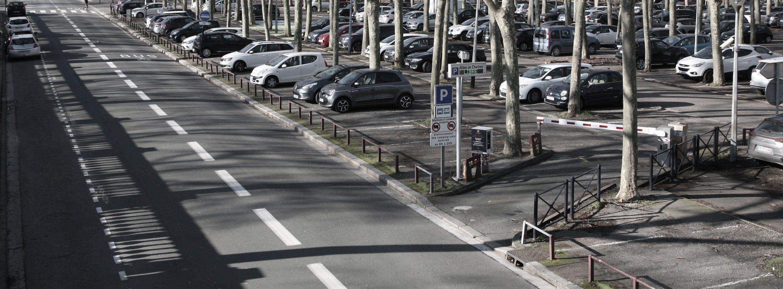 Garez-vous au parking METPARK Allée de Chartes à Bordeaux, place des Quinconces, proche des quais et du jardin public de Bordeaux.